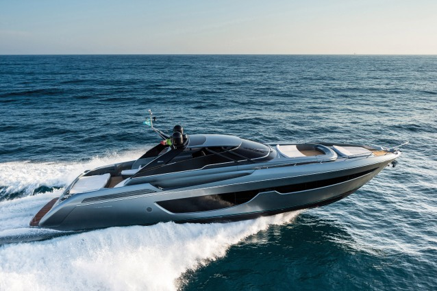 The New Riva Bahamas 76 Ph: Guido Cantini / SeaSee.com